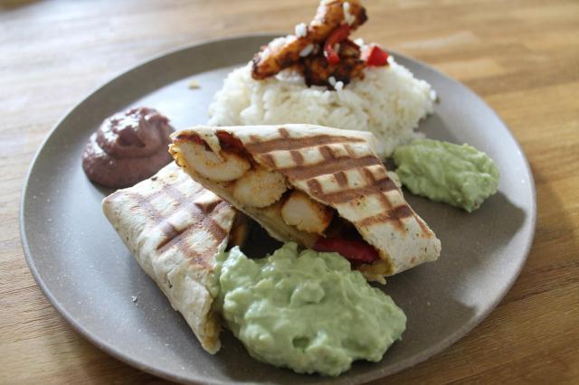 Chicken Wraps mexikanisch mit Guacamole & Bohnenpaste