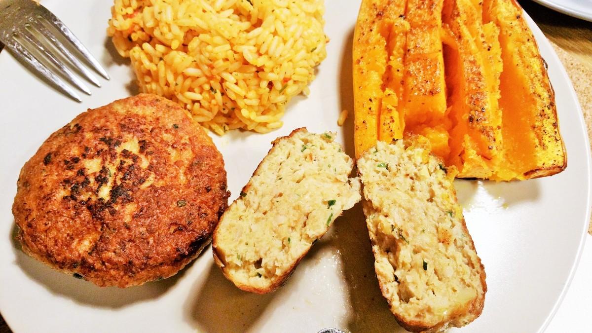 Faschierte Laibchen vom Huhn, scharfer Reis & Butternusskürbis